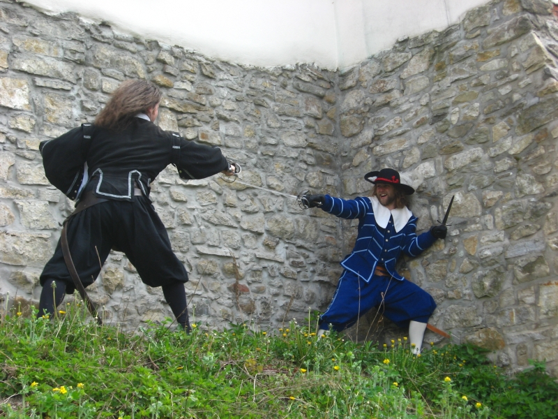 Dovolená s dětmi - vystoupení historického šermu na hradě